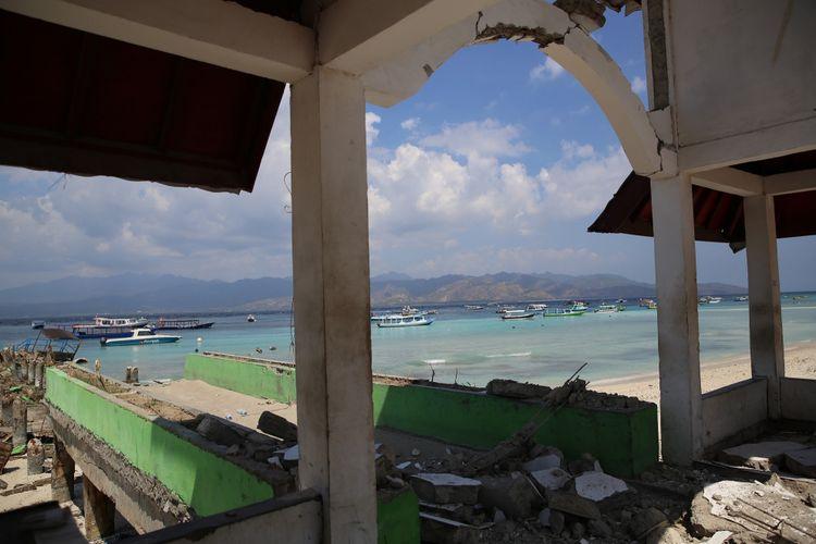 Pantai di Pulau Gili Trawangan, NTB, yang terlihat sunyi setelah rententan gempa mengguncang Pulau Lombok, NTB, dengan gempa utama pada Minggu (5/8/2018). Gambar diambil pada Kamis (9/8/2018) siang.
