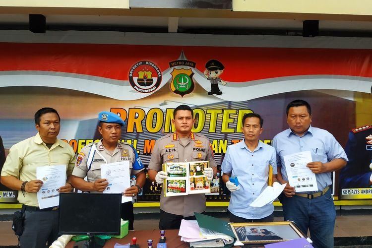 Jajaran Polres Metro Depok memamerkan sejumlah barang bukti yang diperoleh hasil penggeledahan kantor wedding organizer bodong Pandamanda di bilangan Pancoran Mas, Depok, Jawa Barat, Rabu (5/2/2020).