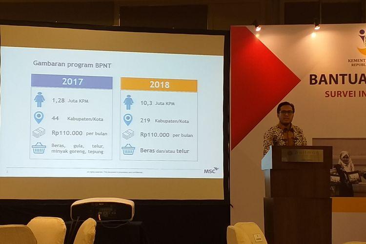 Manajer dan analis senior MicroSave Consulting, Elwyn Sansius Panggabean saat memaparkan hasil survei pemanfaatkan program Bantuan Pangan Non Tunai Kementerian Sosial di Jakarta, Senun (28/1/2019).
