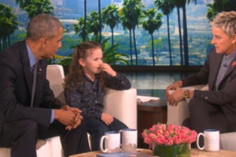 Bocah perempuan Macey Hensley bersama Presiden AS Barack Obama dalam talkshow  The Ellen DeGeneres Show yang dipandu Ellen Lee DeGeneres.