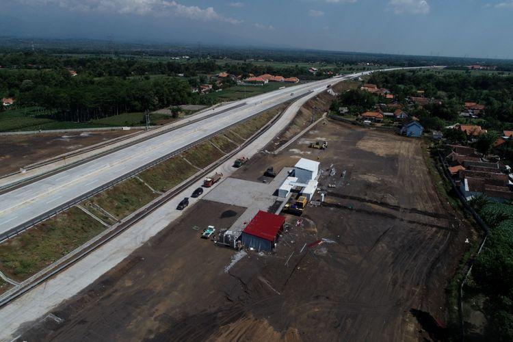 Kondisi aktual Jalan Tol Pasuruan-Probolinggo yang telah beroperasi pasca diresmikan Presiden Joko Widodo, siap dilintasi pemudik, Minggu (26/5/2019). Tampak rest area yang berada di KM 833 A . Namun tempat istirahat tipe B ini masih dalam proses konstruksi.