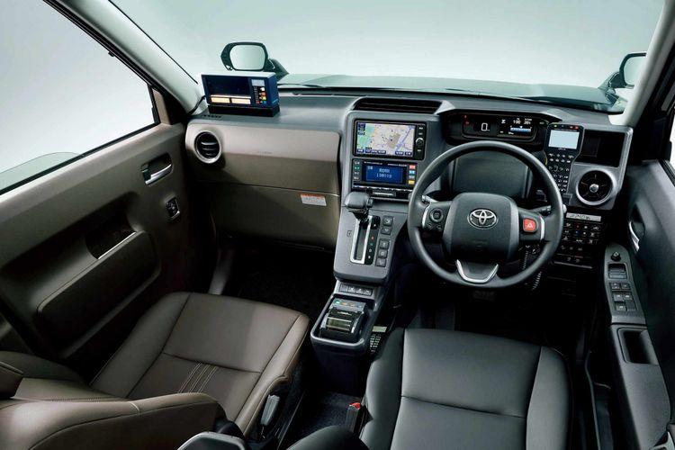Interior Toyota Japan Taxi terlihat simpel dan mudah dioperasikan