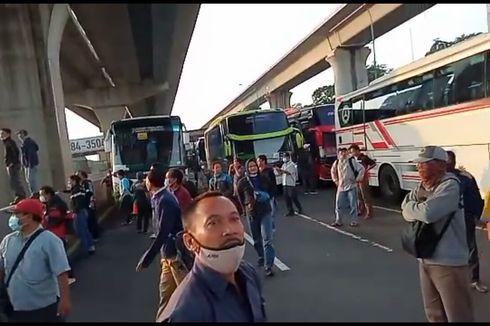 Buntut Pekerja Protes Penyekatan Jalur Mudik, Polisi Buka Tutup GT Cikarang Barat