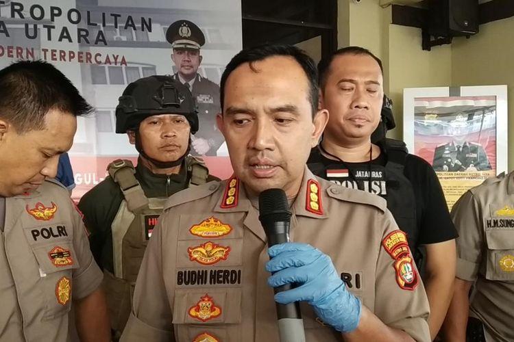 Kapolres Metro Jakarta Utara Kombes Budhi Herdi Susianto menjelaskan terkait penangkapan pencuri Perpustakaan, Kamis (7/11/2019)