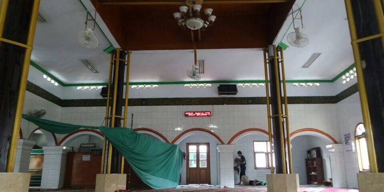Tampak bangunan Masjid Jami Kalipasir, masjid tertua di Kota Tangerang, Kamis (15/6/2017). Masjid ini telah berdiri sejak abad ke-17 dan kini dilestarikan sebagai cagar budaya oleh Dinas Pariwisata setempat.