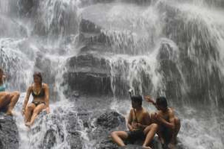 Air Terjun Kanto Lampo berada di wilayah dataran rendah di Banjar Kelod Kangin, Desa Beng, Kecamatan Gianyar, Kabupaten Gianyar, Bali.