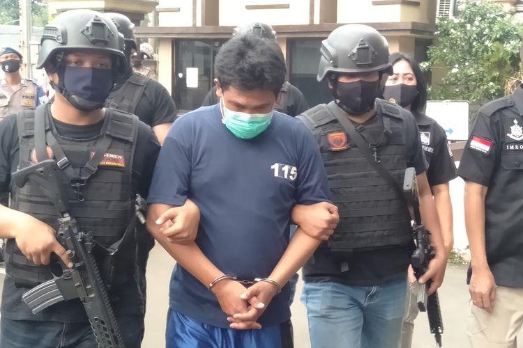 Abdul Mihrab (40) saat diamankan di Mapolres Metro Jakarta Timur, Kamis (23/7/20202)