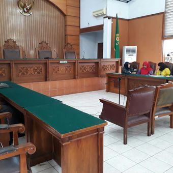 Hakim Kusno, hakim tunggal pada praperadilan yang diajukan Ketua DPR nonaktif Setya Novanto terhadap Komisi Pemberantasan Korupsi memutuskan menskors sidang, Kamis (14/12/2017)