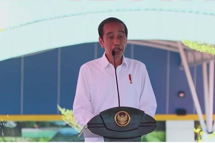 Jokowi saat meresmikan terminal Bandara Kuabang di Kabupaten Halmahera Utara, Maluku Utara, Rabu (24/3/2021).