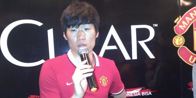 Park Ji Sung, mantan pemain Manchester United, dalam konferensi pers di Malang, Sabtu (28/3/2015).
