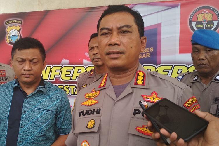 Kapolrestabes Makassar Kombes Pol Yudhiawan Wibisono saat diwawancara terkait kasus pembunuhan oleh sesama buruh di Mapolrestabes Makassar, Jumat (6/12/2019).