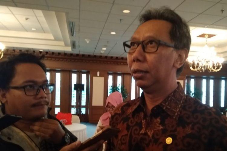 Anggota Dewan Komisioner Bidang Edukasi dan Perlindungan Konsumen Tirta Segara .