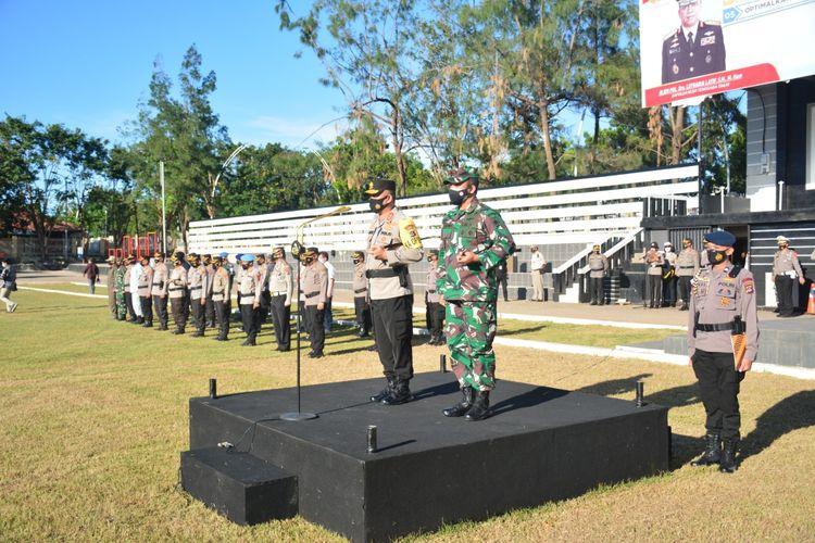 Kapolda NTT dan Danrem Kupang pimpin apel gelar pasukan operasi Ketupat Ranakah Tahun 2021 di Lapangan Mapolda NTT, Rabu (5/5/2021) sore.