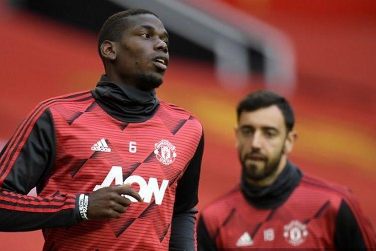 Dua gelandang Manchester United, Paul Pogba dan Bruno Fernandes.