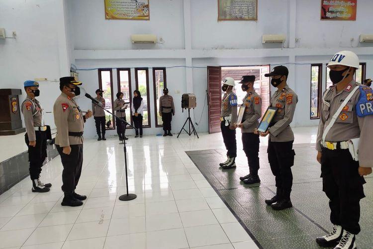 Prosesi pemecatan dua polisi dengan tidak hormat di Mapolres Aceh Utara, Kamis (2/9/2021)
