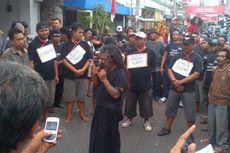 Protes Intimidasi terhadap Warga Dolly, Mbah Gimbal Gelar Aksi