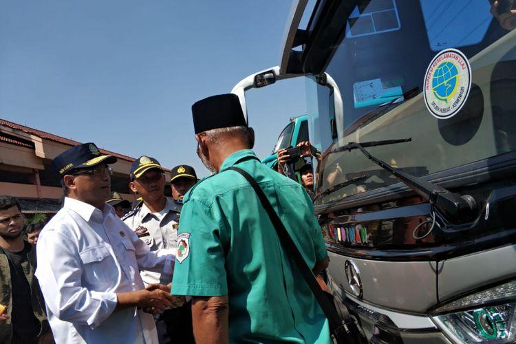 Menteri Perhubungan Budi Karya Sumadi meninjau Terminal Kamoung Rambutan, Jakarta Timur, Selasa (19/6/2018)