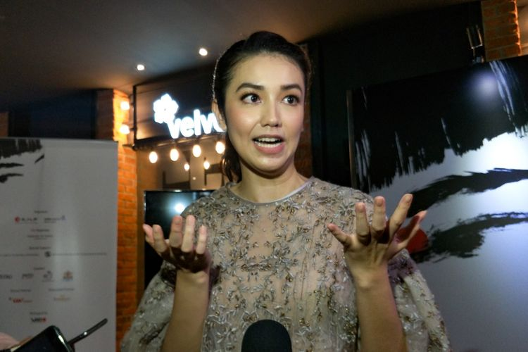 Artis peran Velove Vexia saat ditemui di Pembukaan Pekan Sinema Jepang 2018 di CGV Grand Indonesia, Tanah Abang, Jakarta Pusat, Jumat (7/12/2018).