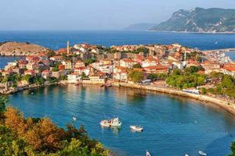 Kota Amasra di Turki.