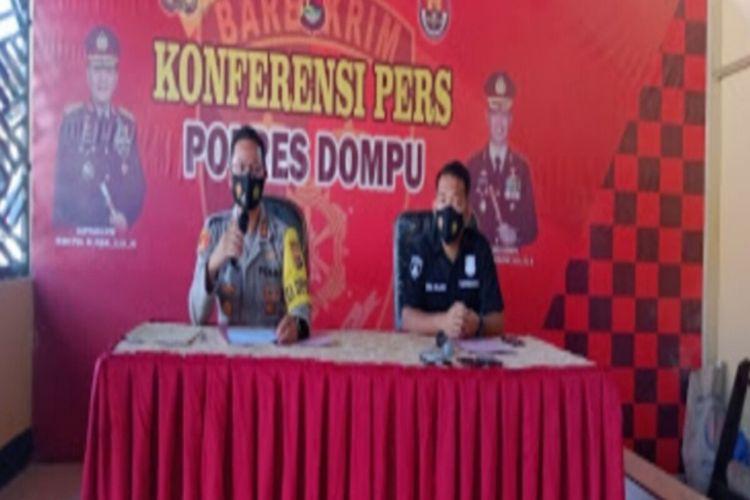 Kapolres Dompu, AKBP Syarif Hidayat yang didampingi Kasat Reskrim, Iptu Ivan Roland Cristofel