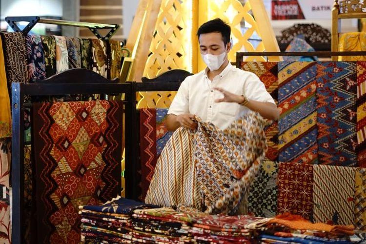 Jakarta Fashion & Food Festival 2021 menyediakan berbagai karya industri lokal selama diselenggarakan selama 23 September hingga 10 Oktober 2021.
