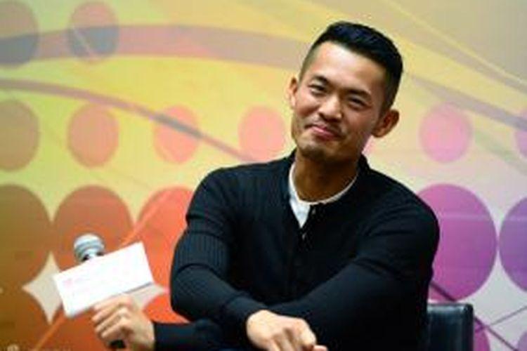 Pebulu tangkis China, Lin Dan tersenyum saat berbagi pengalaman kepada para pelajar Hongkong, di Hongkong, Jumat (22/11/2013).