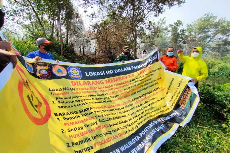 Pemerintah Kota (Pemkot) Pontianak, Kalimantan Barat (Kalbar) menyegel 5 lokasi lahan yang terbakar baik secara sengaja maupun tidak, Sabtu (27/2/2021).