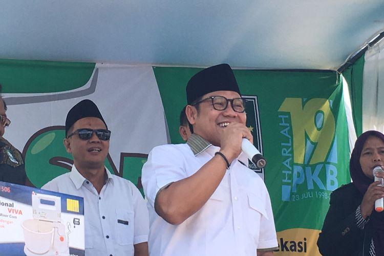 Ketua Umum PKB, Muhaimin Iskandar usai menghadiri operasi pasar murah di Teluk Pucung, Bekasi Utara, Rabu (2/8/2017).