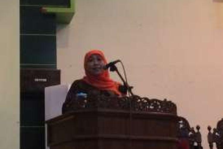 Menteri Sosial, Khofifah Indah Parawansa dalam acara Rapat Senat Terbuka di Universitas Islam Sultan Agung, Semarang, Jumat (28/10/2016).