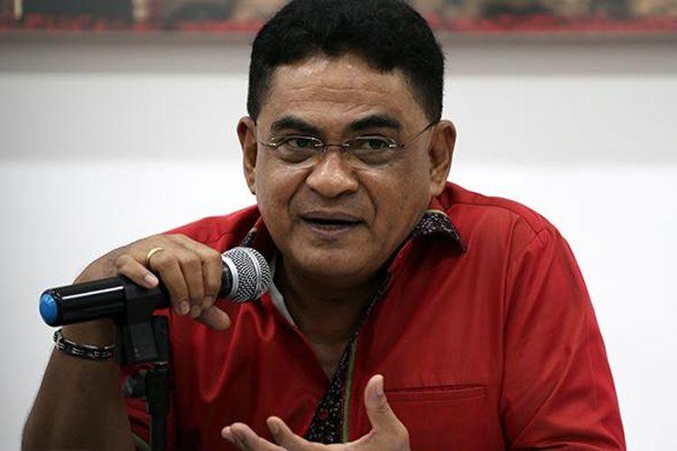 Ketua DPP PDI Perjuangan Andreas Hugo Pareira memberikan keterangan pers seputar acara peringatan HUT ke-44 PDI Perjuangan di Kantor DPP PDI Perjuangan, Jakarta, Senin (9/1/2017). Peringatan HUT ke-44 PDI Perjuangan akan berlangsung Selasa (10/1/2017) di Jakarta Convention Center.