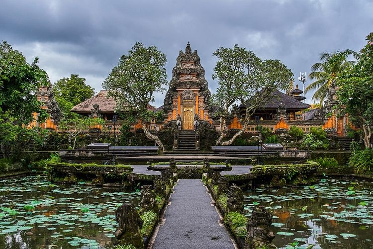 Ilustrasi Bali - Pura Taman Saraswati di Gianyar.