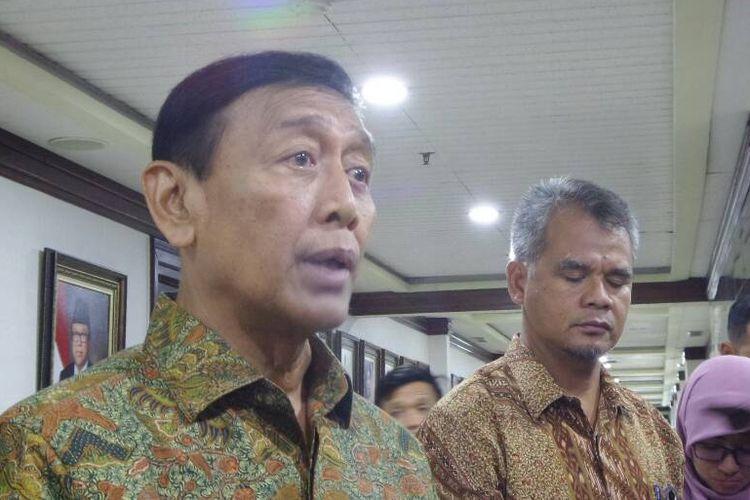 Menteri Koordinator Bidang Politik, Hukum dan Keamanan Wiranto di Kompleks Parlemen, Senayan, Jakarta, Selasa (30/5/2017).