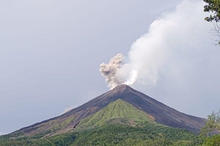 Visual Gunung Karangetang dariPos Pengamatan Gunungapi Karangetang