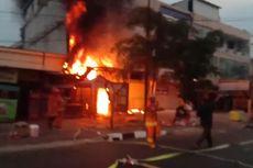 Kebakaran Landa Sebuah Toko Sepeda di Pondok Labu