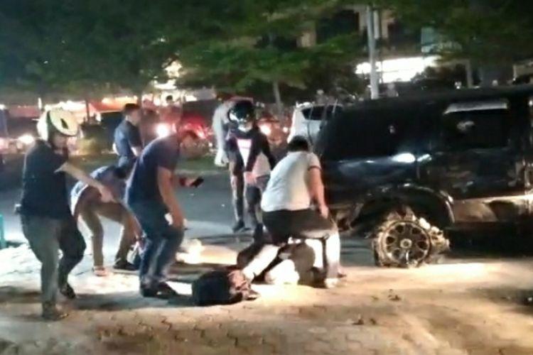 Detik-detik penangkapan oknum perwira polisi dan seorang rekan sesama kurir sabu di Jalan Soekarno Hatta, Kota Pekanbaru, Riau, Jumat (23/10/2020) malam sekitar pukul 19.00 WIB.
