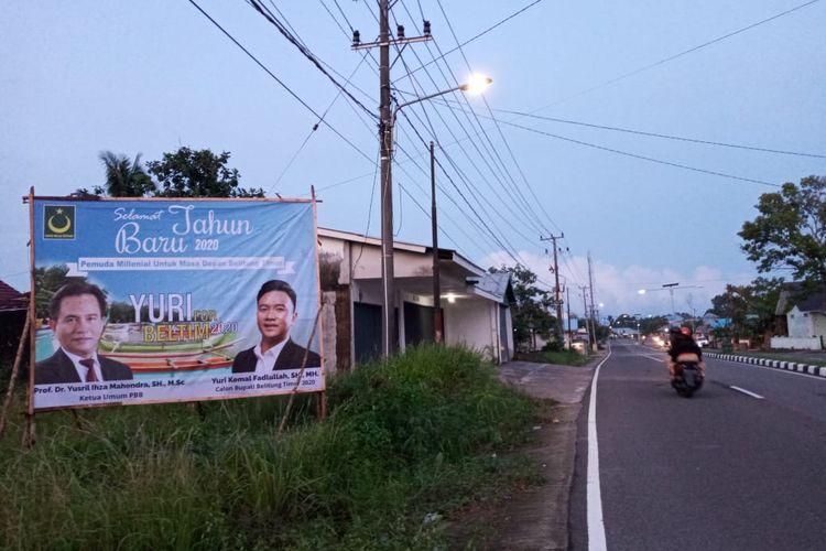 Baliho Yuri Kemal terpampang di daerah Manggar, Belitung Timur dalam momen Pilkada 2020 ini.