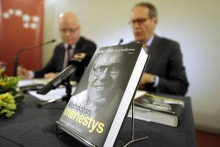 Buku otobiografi mantan CEO Nokia, Jorma Ollila, diluncurkan di Helsinki, Finlandia, Kamis (17/10/2013).