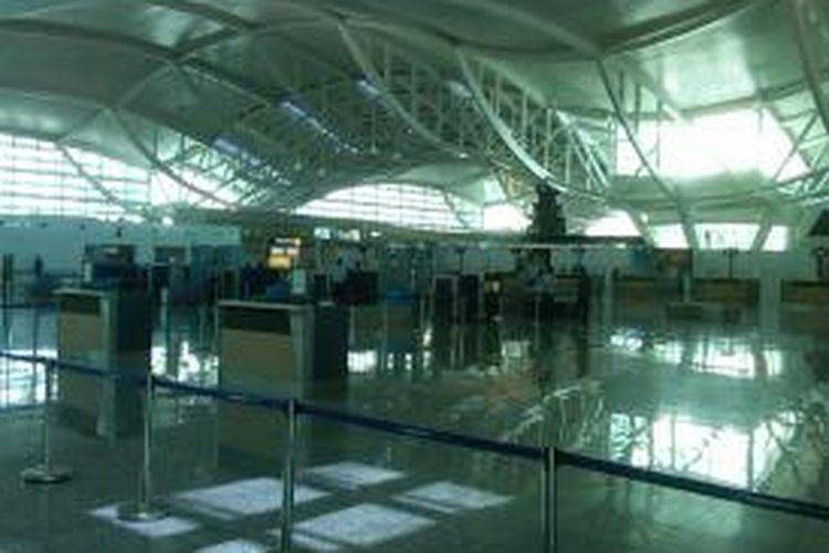 Suasana di Terminal Keberangkatan Internasional Bandara Ngurah Rai Denpasar, Sabtu (5/10/2013).