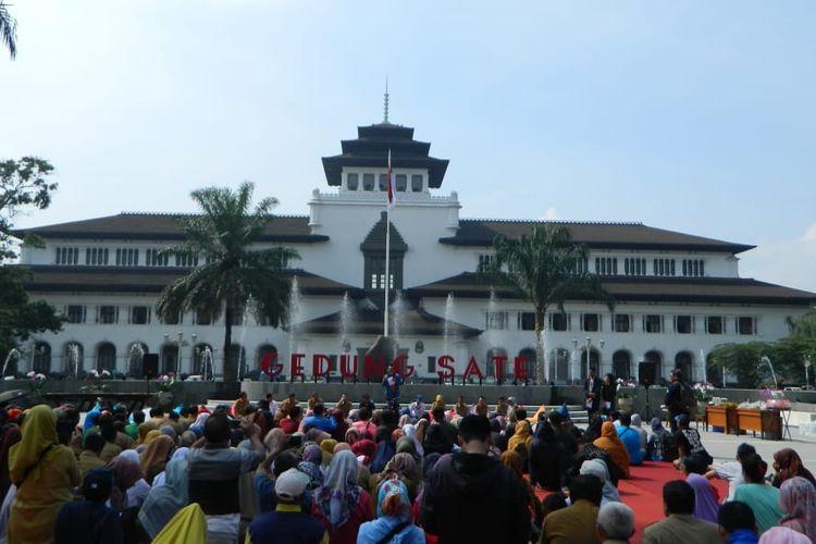 Gubernur Jawa Barat Ridwan Kamil secara resmi memperkenalkan wajah baru Gedung Sate, di Bandung, Selasa (31/12/2019).