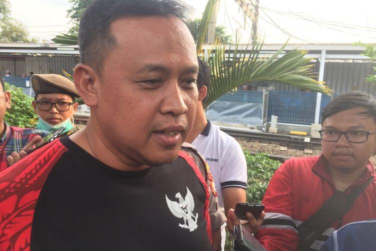 Wakil Wali Kota Bekasi, Tri Adhianto di Stasiun Bekasi, Jumat (13/3/2020).