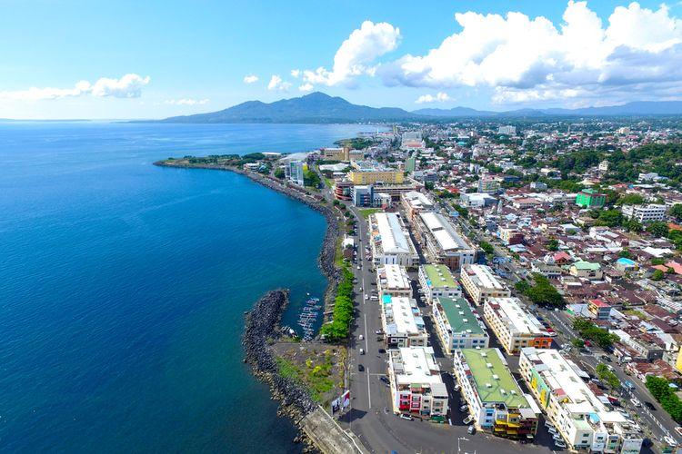 Foto udara Kota Manado, Sulawesi Utara.