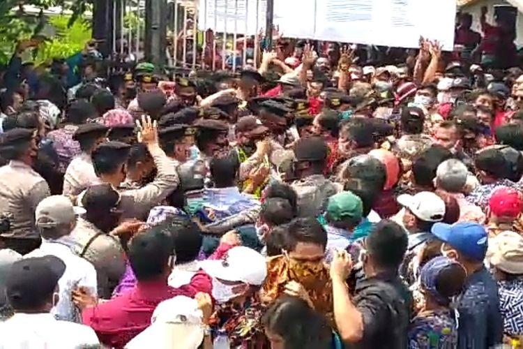 Kericuhan antar jemaat Gereja Huria Kristen Batak Protestan (HKBP)Cibinong, Kabupaten Bogor, Jawa Barat, berlangsung panas pada Minggu (16/8/2020) siang.