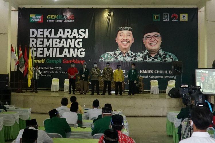 Abdul Hafidz dan Mochamad Hanies Cholil Barro (Hafidz-Hanies) saat mendeklarasikan diri maju sebagai pasangan calon bupati dan wakil bupati Rembang pada Pilkada 2020, di Gedung Haji Rembang, Jumat (4/9/2020) pagi sebelum mendaftarkan diri secara resmi di kantor Komisi Pemilihan Umum (KPU) setempat.