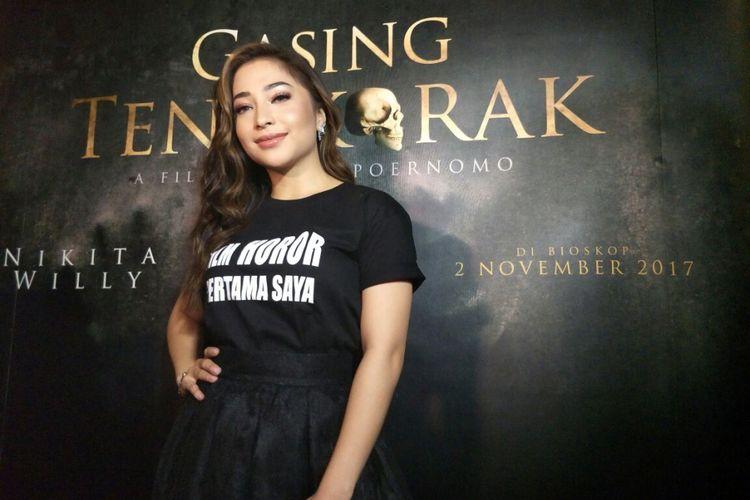 Nikita Willy berpose saat gala premier film Gasing Tengkorak di XXI Metropole, Cikini, Jakarta Pusat, Selasa (31/10/2017).