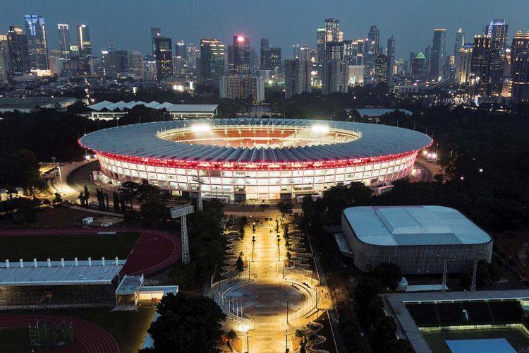 Foto udara dipenghujung senja kompleks Stadion Utama Gelora Bung Karno (GBK), Jakarta, Selasa (26/12/2017), yang masih terus dikebut pengerjaan renovasinya supaya selesai sebelum event Asian Games 2018 dimulai.
