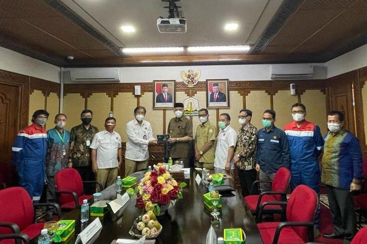 Satuan Kerja Khusus Minyak dan Gas Bumi (SKK Migas) Sumbagut menjelaskan perkembangan kinerja Primer Oil dan sejumlah perusahaan minyak dan gas lainnya di perairan Aceh ke Gubernur Aceh, Nova Iriansyah, Selasa (21/9/2021).