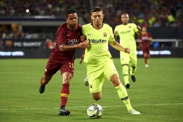Justin Kluivert berebut bola dengan Clement Lenglet pada pertandingan ICC 2018 antara Barcelona dan AS Roma di Arlington, 31 Juli 2018.
