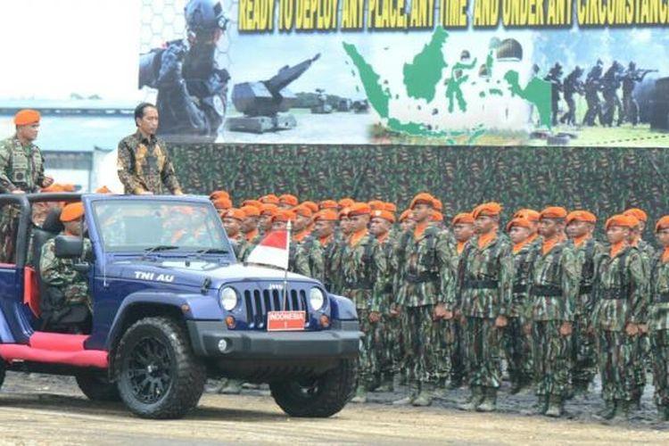 Presiden Joko Widodo mengunjungi Kophaskas di Bandung, Kamis (15/11/2016). Foto: Kris - Biro Pers Setpres