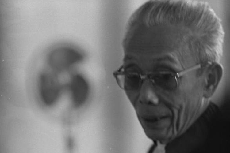 Yap Thiam Hien saat membela aktivis Hariman Siregar