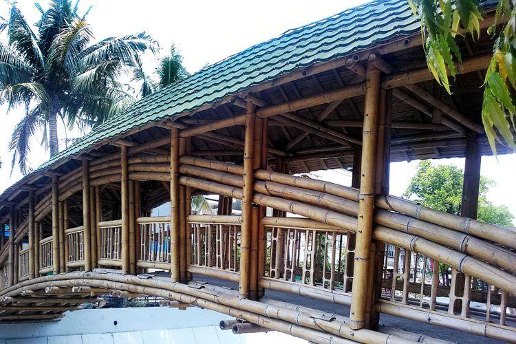 Jembatan bambu di Kota Solo, hasil karya Architecture Sans Frontières Indonesia
